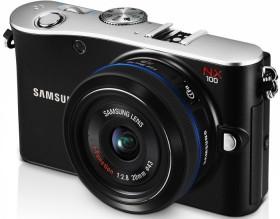 Samsung NX100 schwarz mit Objektiv NX 20mm